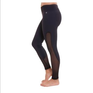 e78a0bef2a291 NEW Black Leggings- Líquido Active